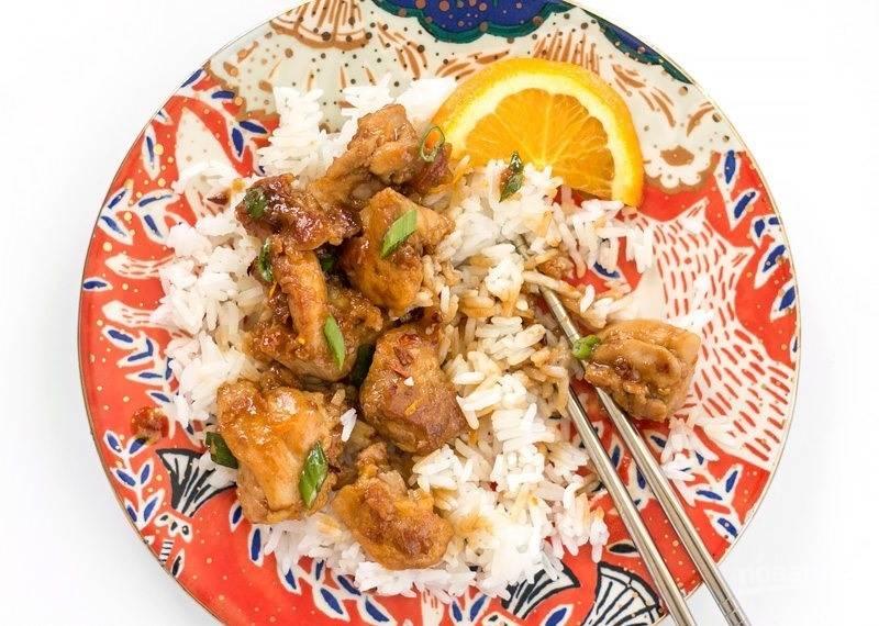 9.Подавайте куриное мясо в апельсиновом соусе с рисом. Приятного аппетита!