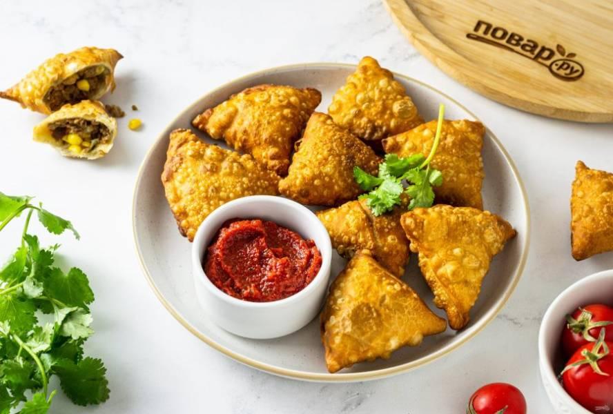 Индийские самосы готовы, приятного вам аппетита!