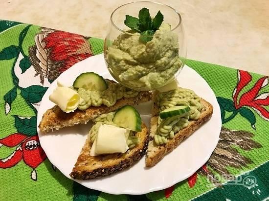 7. Через час паштет готов, можно намазывать его на тост или использовать в качестве соуса к другим блюдам. Приятного аппетита!