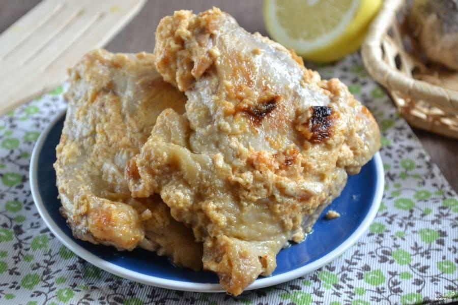 Курине бедра под соусом в мультиварке готовы. Подавайте их горячими с вашим любимым гарниром.