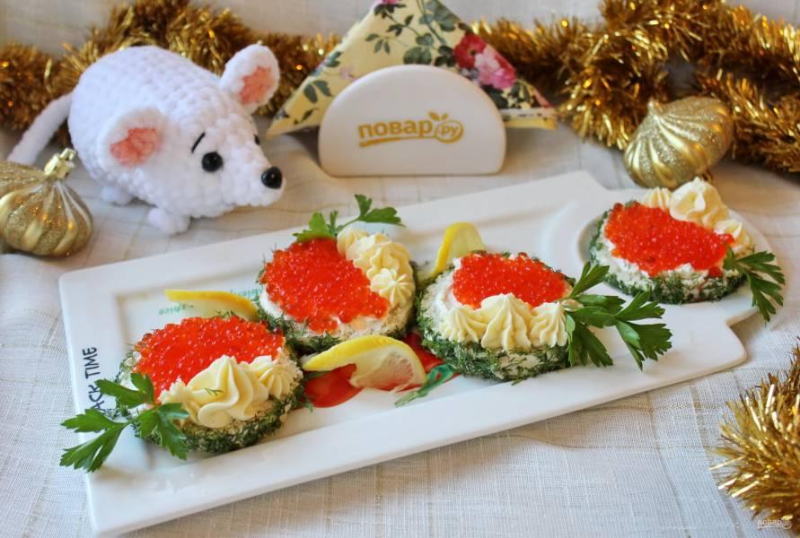 Бутерброды с красной икрой на Новый Год
