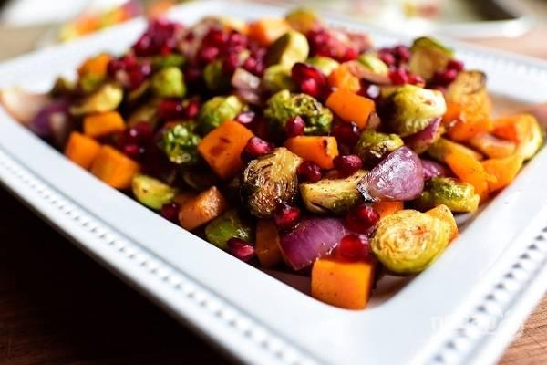 Салат из запеченных овощей с гранатом