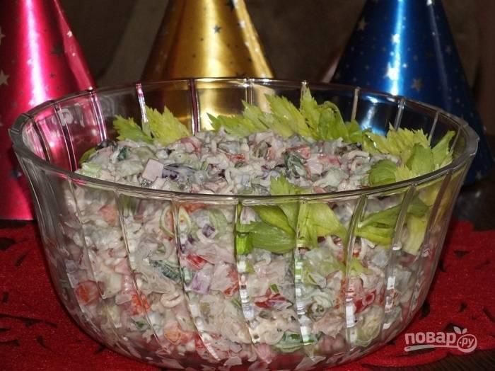 Салат со стеблем сельдерея