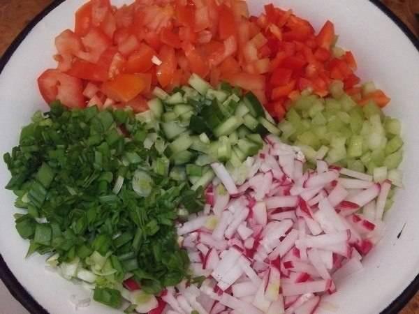 Овощи режем мелко.