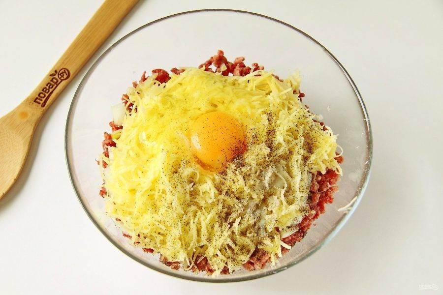 Яйцо, соль и перец по вкусу.
