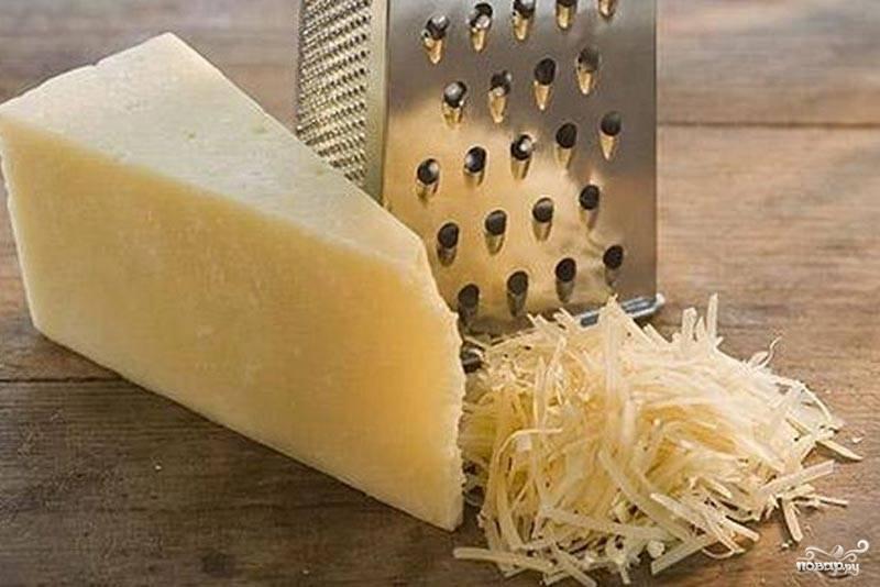 Сыр тоже натереть.