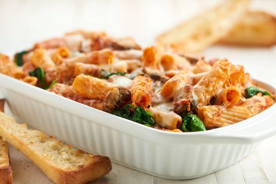 Макаронная запеканка с грибами и шпинатом