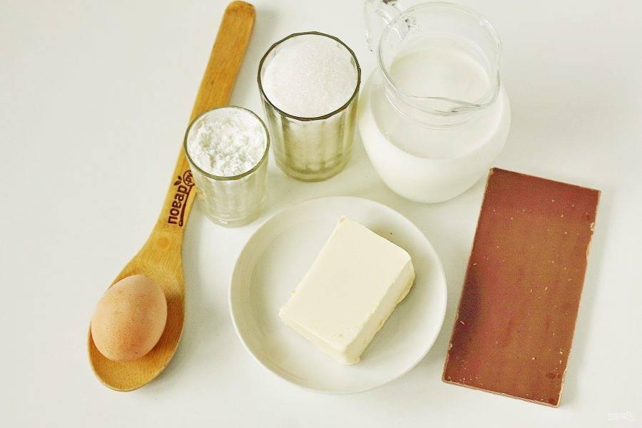 Пока выпекается бисквит, можно приготовить заварную основу. Подготовьте все необходимые ингредиенты для крема.