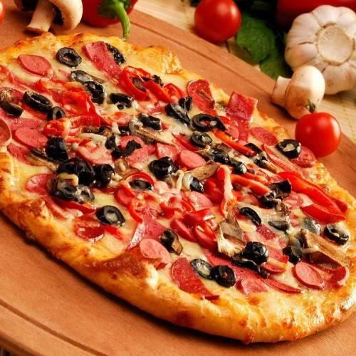 """7. В режиме """"Выпечка"""" запекаем пиццу 40 минут. Аккуратно достаем, нарезаем и подаем к столу!"""
