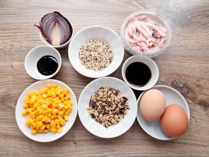 Подготовьте все необходимые ингредиенты. Яйца отварите вкрутую и остудите.