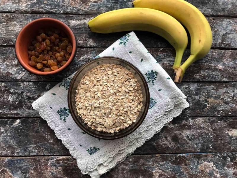 Подготовьте все необходимые ингредиенты для приготовления диетического овсяного печенья.