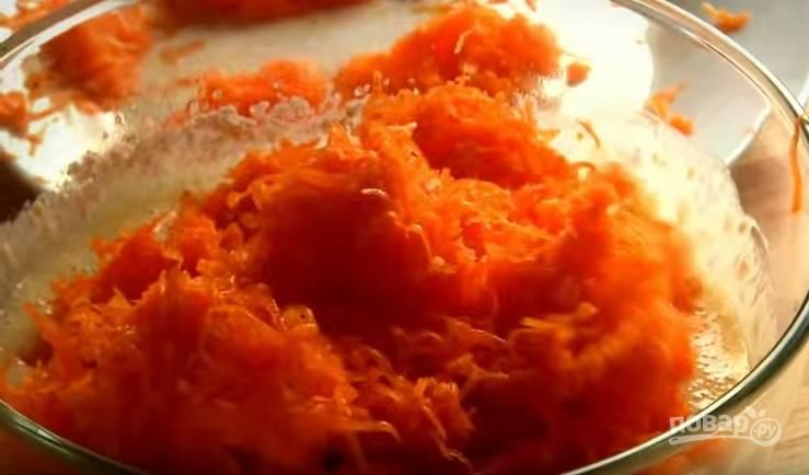 4. Соедините полученное тесто и тертую тыкву.