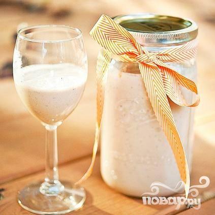 4. Хорошенько встряхните напиток перед использованием и наслаждайтесь домашним ирландским крем-ликером в течение 2 месяцев. Хранить ликер в холодильнике.
