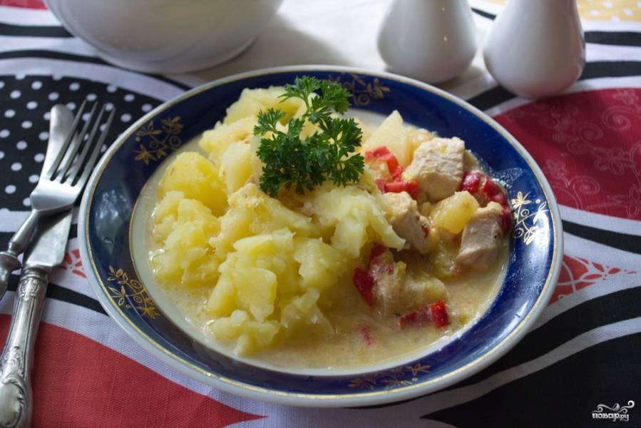 Курица с овощами и ананасами