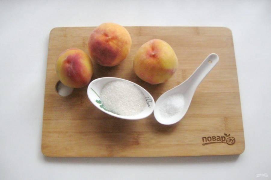 Подготовьте ингредиенты для приготовления варенья из персиков.