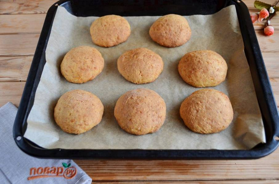 Выпекайте печенье при 180 градусах минут 25-30. Смотрите по своей духовке. Я выпекаю в электрической, у меня за 20 минут все было готово.