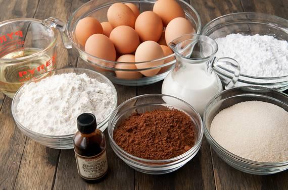 5. Теперь можно приступить к приготовлению коржа. В данном случае он будет шоколадный.