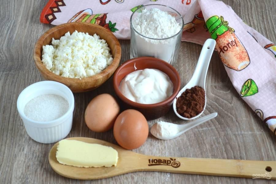 Подготовьте все необходимые ингредиенты. Сливочное масло заранее достаньте из холодильника, чтобы оно успело слегка размягчиться.