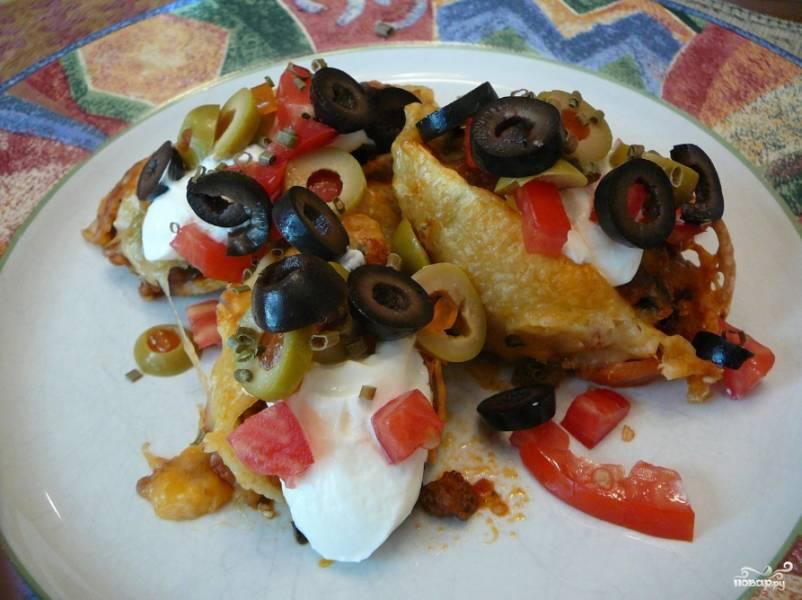 Готовые макароны подавать вы можете с оливками и маслинами, полив соусом табаско или той же томатной сальсой. Приятного аппетита!