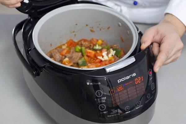 4. Когда мясо уже будет мягким - добавляем все остальные овощи и специи по вкусу. Тушим еще 20 минут в том же режиме.