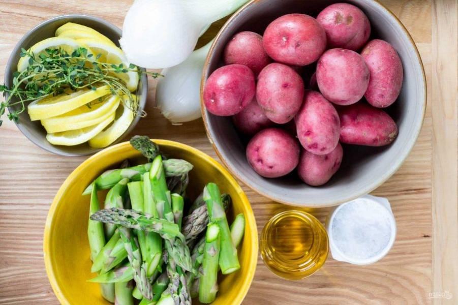 Подготовьте продукты и включите духовку на 180 градусов.