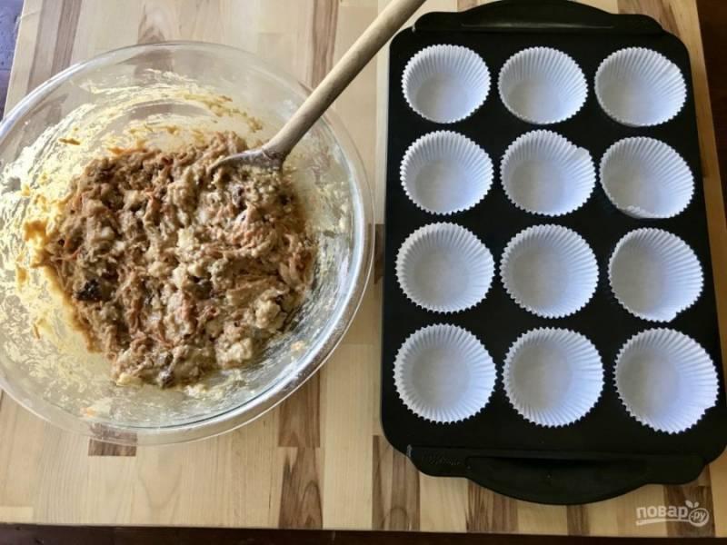 Теперь хорошенько смешайте все ингредиенты, чтобы получить тесто.