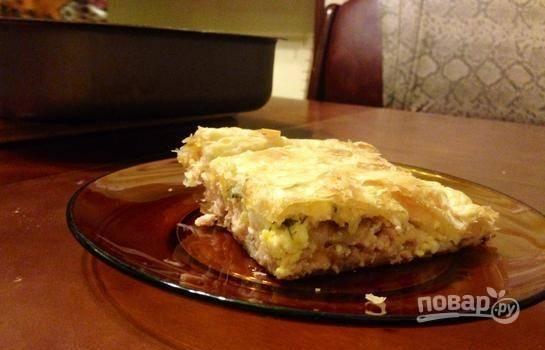 Запекайте пирог в разогретой до 200 градусов духовке в течение 30 минут. Приятного аппетита!