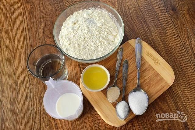 Подготовьте продукты для теста.