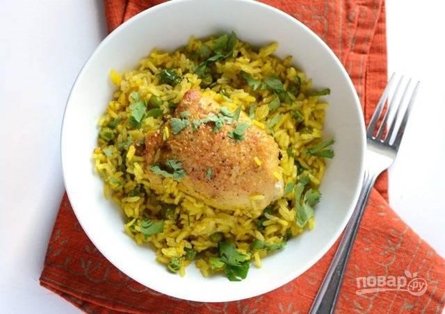 9.Подавайте блюдо сразу после приготовления, украсив его петрушкой.