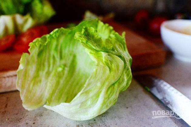 9.Вымойте салат и обрежьте кочан. Разберите его на листья.