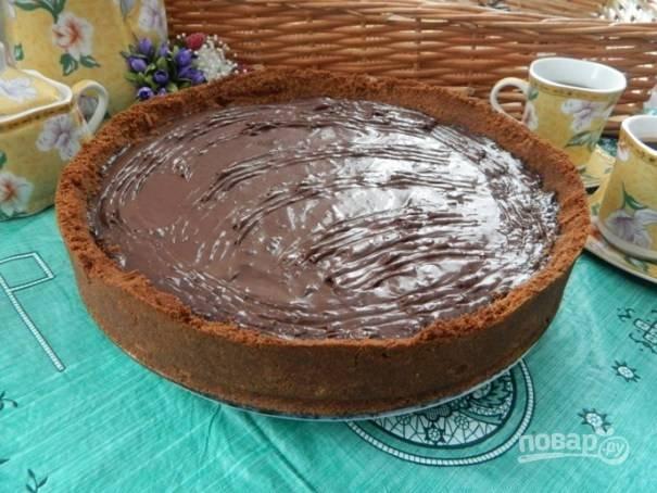11. Украсить шоколадный пай можно взбитыми сливками или оставить без украшения.
