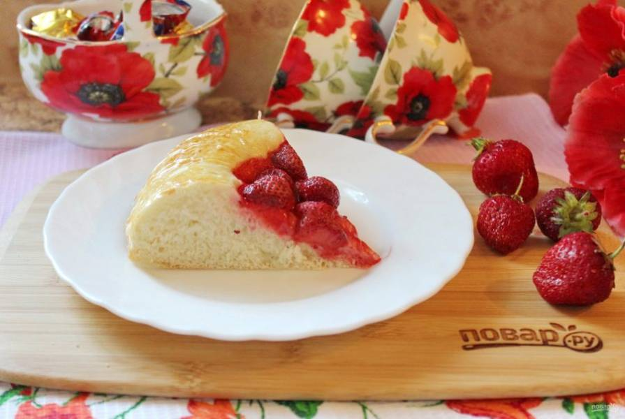 Пирог нарежьте и подавайте к столу. Приятного аппетита!