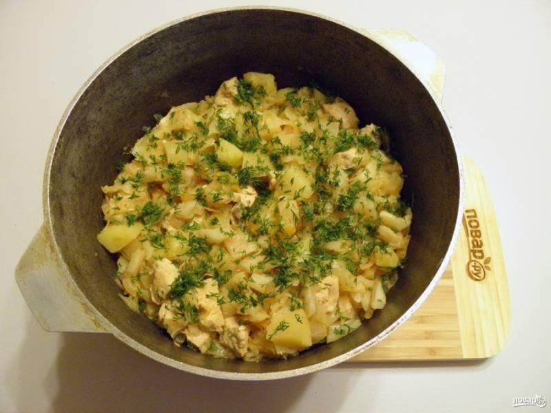 7. В готовое рагу добавьте мелко нарубленный укроп, подавайте блюдо к столу. Рагу по классическому рецепту готово! Приятного аппетита!