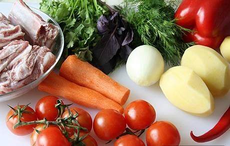 Овощи тщательно промойте и очистите.