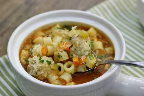 Томатный суп с куриными фрикадельками