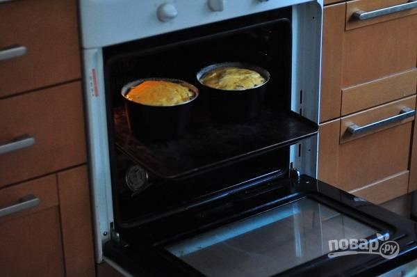 10. При температуре 180 градусов запекайте куличи от 30 до 65 минут в зависимости от размера формочек.