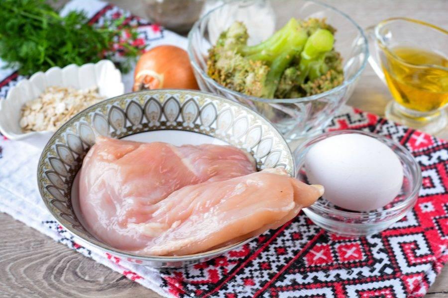 Подготовьте ингредиенты для приготовления ПП котлет из куриной грудки.