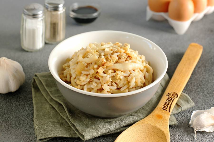 Рис с кальмарами в соевом соусе