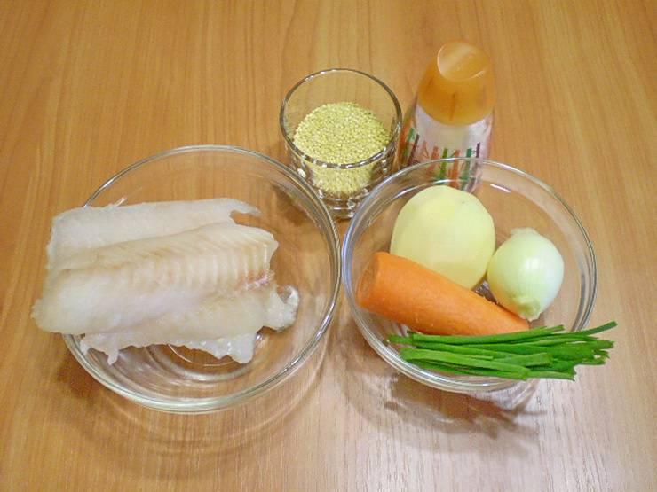 1. Для приготовления детского супа обычно хорошо отваривают рыбу. Её кладут не в конце варки, а в начале. Итак, овощи очистить  и филе рыбы вымыть.