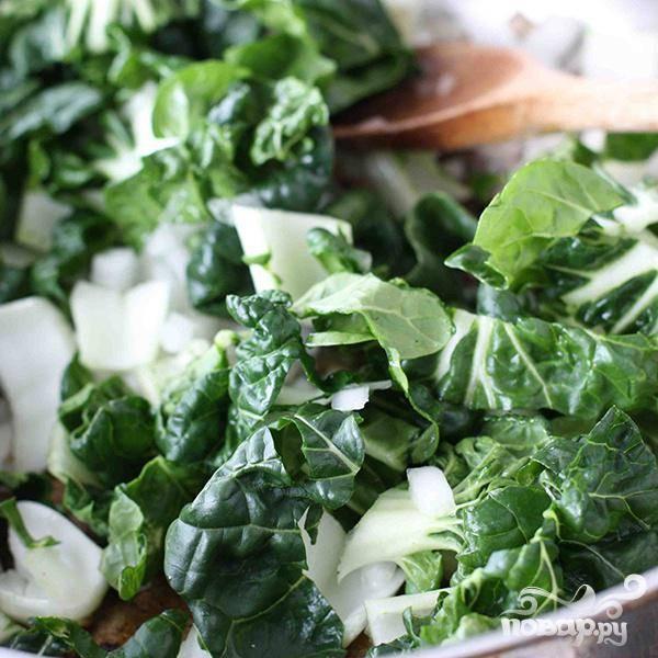 Затем обжарьте китайскую капусту. 1-2 минуты.