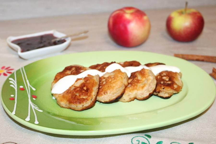 Оладьи с яблоками и корицей