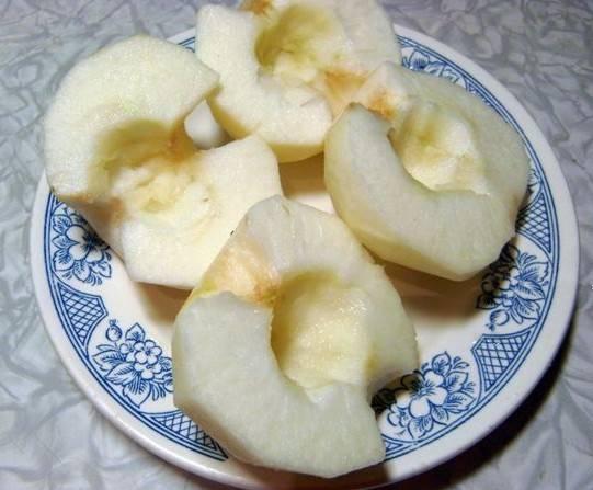 Яблоки почистить.