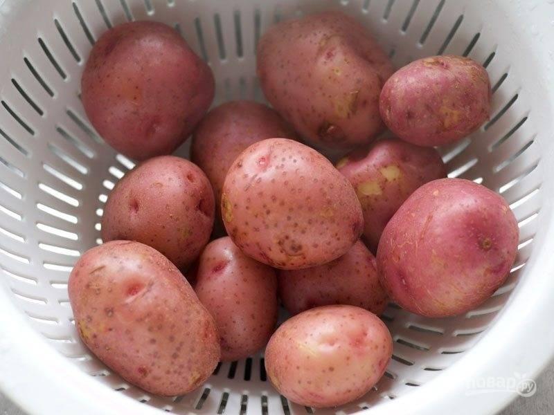 3.Слейте воду с картофелем в дуршлаг. Дайте остыть.