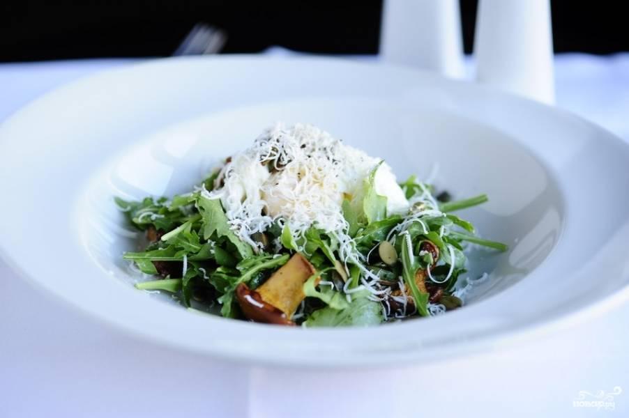 Салат с жареными лисичками
