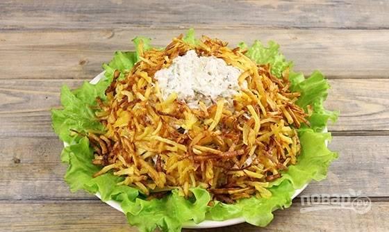 8. Вот таким образом распределите картофель, имитируя гнездо.