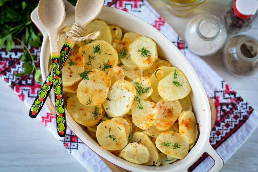Румяную и нежную картошку с луком сразу подавайте к столу. Приятного аппетита!