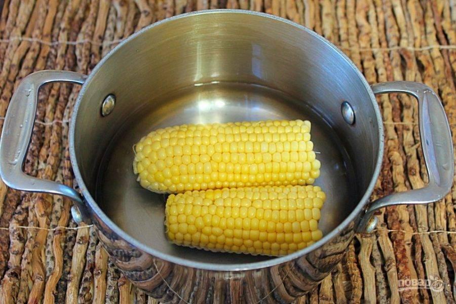 Кукурузу варим до готовности.