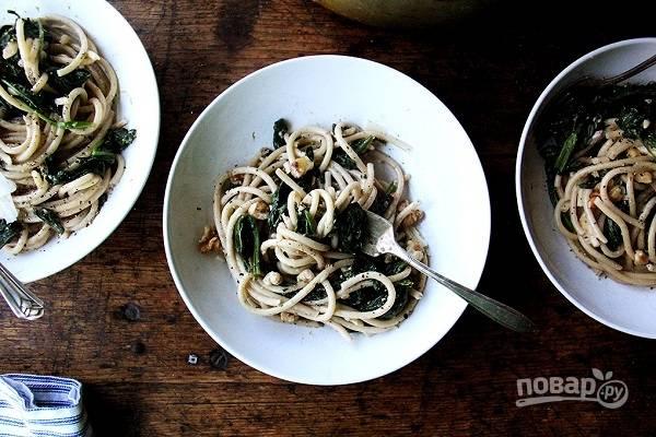 Паста с орехами и шпинатом