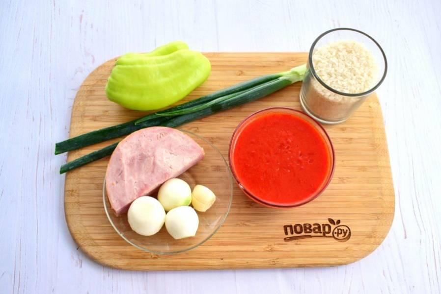 Подготовьте необходимые продукты. Зелень,  перец вымойте. Рис промойте в нескольких водах (до прозрачной).