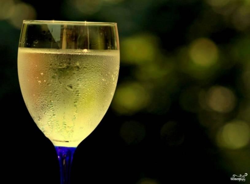 Готовое вино следует еще раз процедить и разлить по бутылкам. Приятного аппетита!